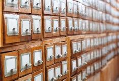 Un cassetto del gabinetto di archivio in pieno degli archivi Fotografia Stock Libera da Diritti