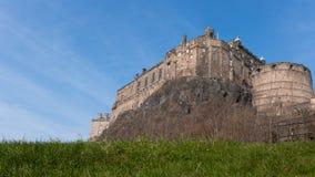 Un castello emposing su una collina fotografia stock libera da diritti