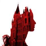 Un castillo antiguo y un perfil femenino Color rojo, silueta fotografía de archivo libre de regalías