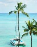 Un catamaran commence à la mer Images stock