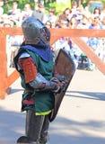 Un cavaliere medievale prima della battaglia Fotografia Stock