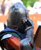 Un cavaliere medievale prima della battaglia Fotografie Stock Libere da Diritti