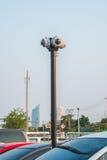 un CCTV rotondo di 4 modi nel parcheggio Fotografia Stock Libera da Diritti