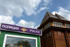 Un cercueil de police par le palais en bois du tsar Alexis Mikhailovich dans Kolomenskoye Photo stock
