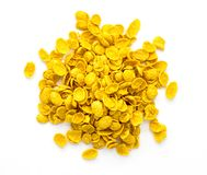 Un cereal amarillo delicioso en un fondo blanco foto de archivo libre de regalías