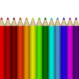 Un certain nombre de crayons colorés sur le fond blanc Image libre de droits