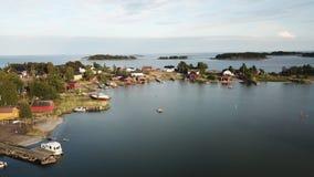 Un certain petit village dans une île dans le golfe de Finlande images stock