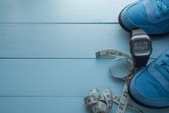 Un certains eqipment et bouteille d'eau courants de sport Photographie stock