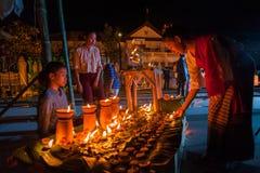 Un certo bello cotone tradizionale tailandese di usura di donne tessuto immagine stock libera da diritti