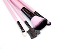 Un certo genere differente di spazzole di trucco isolate su bianco Fotografie Stock Libere da Diritti