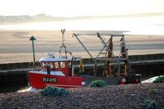 Un chalutier de pêche retournant avec son port de Rye de crochet, le Sussex est, Angleterre photo libre de droits