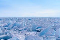 Un champ énorme des monticules sur le lac Baïkal Photographie stock libre de droits