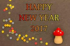 Un champignon de mouche avec des confettis pendant la nouvelle année 2017 Photo libre de droits