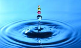 Un chapoteo del descenso del agua Fotografía de archivo