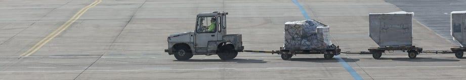 un chariot de bagage à l'aéroport Image stock