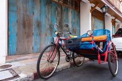 Un chariot de tricycle de cru utilisé pour transporter des personnes autour de la ville de Songkhla photo stock