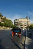 Un chariot près de Colosseum à Rome Photographie stock