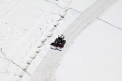 Un chasse-neige chez le Jungfraujoch en Suisse Image stock