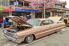 Un Chevrolet Impala 1964 su esposizione ad una manifestazione di automobile all'aperto fotografia stock libera da diritti