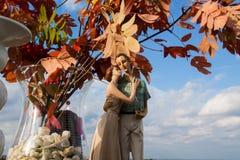 Un chiffre d'argile des couples dans l'amour Photographie stock libre de droits