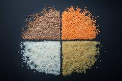 Un chiffre rond des céréales diététiques et végétariennes : lentilles, riz, bulgur et sarrasin photographie stock libre de droits