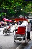 Un ciclo driver sta funzionando il 2 marzo 2012 in Ho Chi Minh City, Vietnam Cyclos è stato intorno per più di un secolo, ma loro Fotografia Stock Libera da Diritti