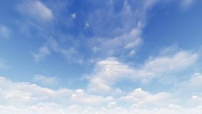 Un ciel bleu-clair avec les nuages blancs Images stock