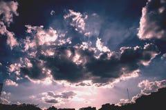 Un cielo azul Fotos de archivo libres de regalías