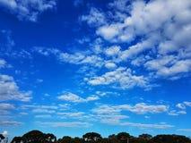Un cielo blu fotografie stock libere da diritti
