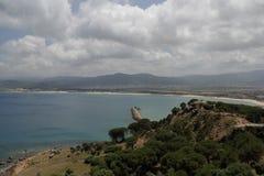 Un cielo enorme sobre el bucha y las montañas del mar Fotos de archivo libres de regalías