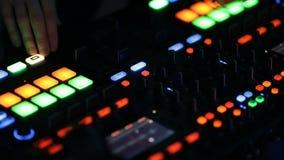 Un cierre de la cabina de DJ para arriba metrajes