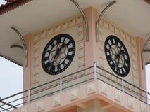 Un cierre de la torre de reloj para arriba en Kluang fotografía de archivo