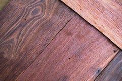 Un cierre encima de la sección del fondo rojo aromático de Cedar Lumber Wooden foto de archivo