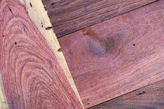 Un cierre encima de la sección del fondo rojo aromático de Cedar Lumber Wooden imágenes de archivo libres de regalías