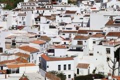 Un cierre encima del corte transversal de las casas blancas en el pueblo de Mijas fotos de archivo libres de regalías