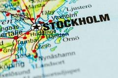 Un cierre encima del tiro de Estocolmo, Suecia en cierta parte de un mapa imagen de archivo
