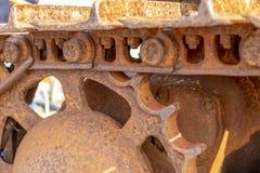 Un cierre para arriba de las pistas de oruga del ruster en un dormilón imagen de archivo libre de regalías