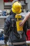 Un cierre para arriba de un uniforme de los firemans fotografía de archivo libre de regalías