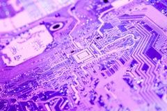 Un cierre violeta de la placa de circuito para arriba fotografía de archivo