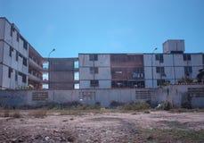 Un cierto gargabe delante de la construcción de viviendas en la ciudad de Cuman Imagen de archivo libre de regalías