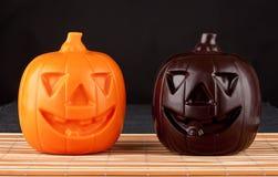 Un cioccolato Halloween di due zucche Fotografia Stock Libera da Diritti
