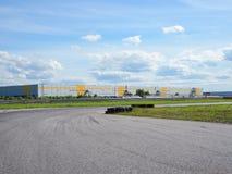 Un circuito vuoto Gomme sulla pista Fotografie Stock