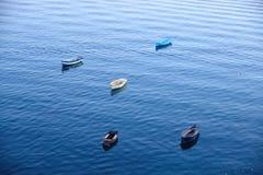 Un closup des bateaux d'une pêche sur une mer Photographie stock libre de droits