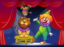 Un clown avec des animaux à l'étape Photographie stock libre de droits