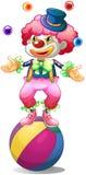 Un clown jonglant au-dessus de la boule Image stock