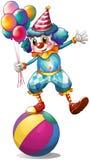 Un clown tenant des ballons au-dessus de la boule Image stock