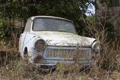 Un coche abandonado viejo foto de archivo libre de regalías
