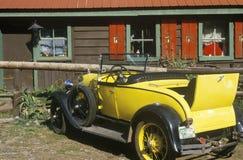 Un coche antiguo en el rancho T-Lazy-7 en Aspen, Colorado Fotos de archivo