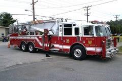 Un coche de bomberos de la unidad de la torre fotografía de archivo