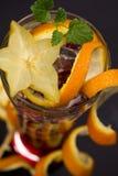 Un cocktail rouge avec l'orange Photos stock
